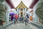 Thailand - Fietsen bij tempel - Go Red fietstour door Bangkok